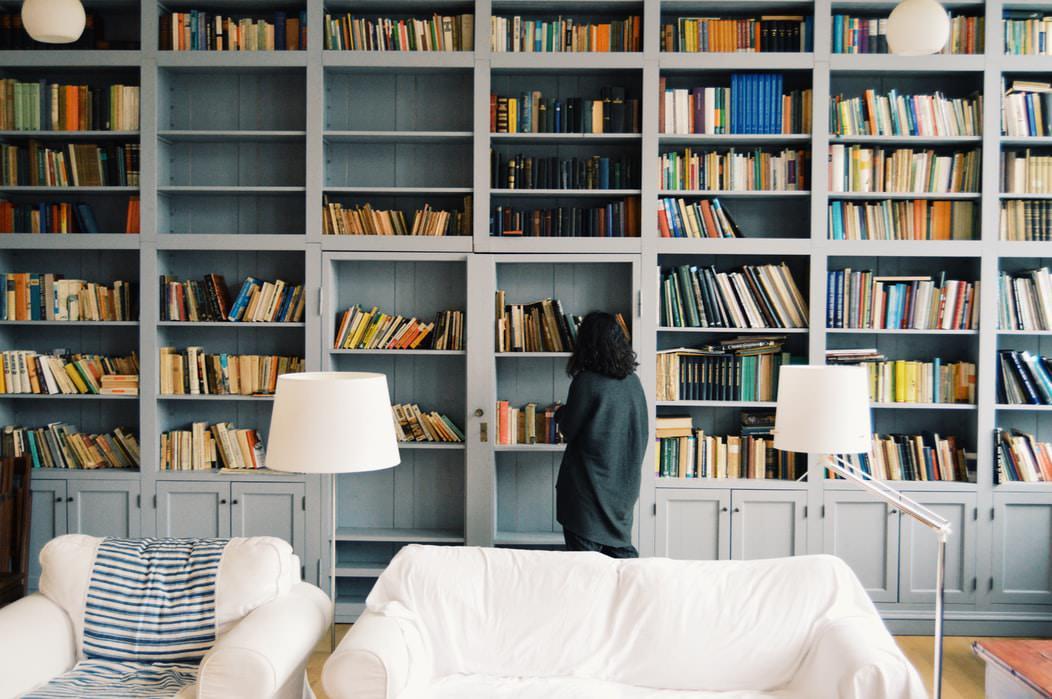 読書を習慣化する方法①:身近なテーマから選ぶ