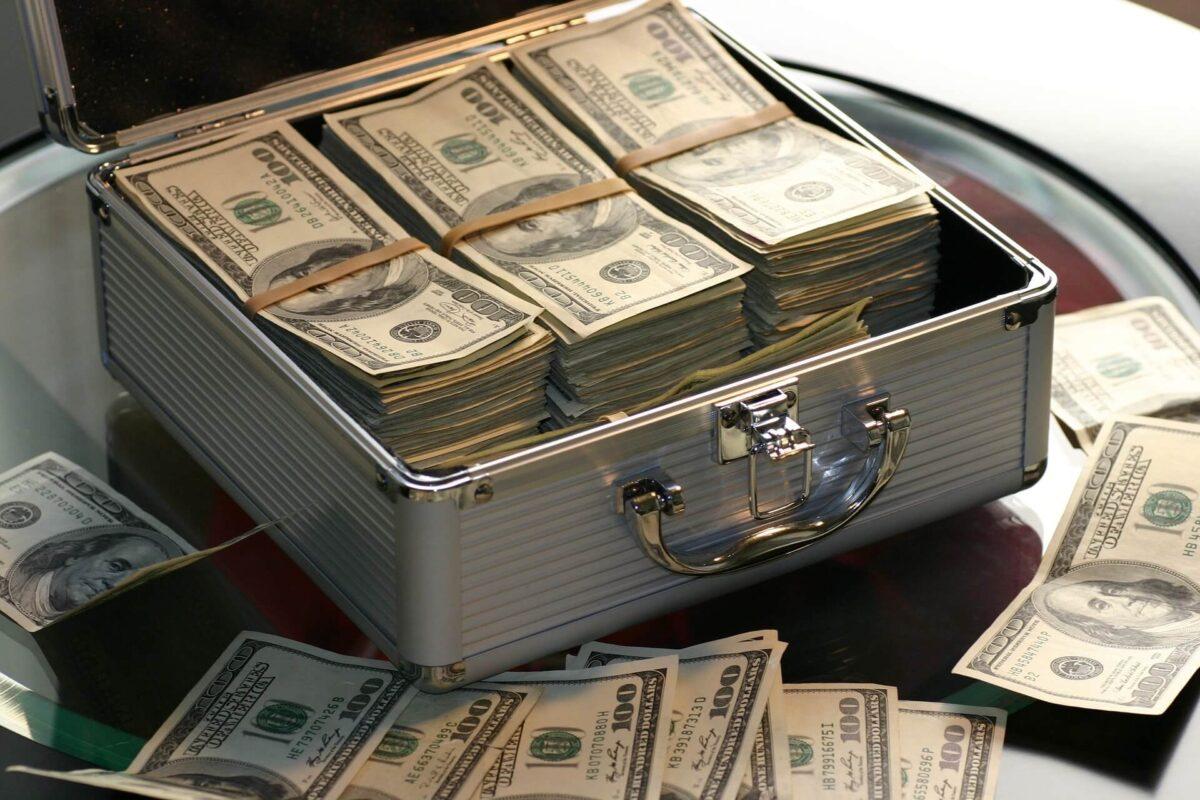 お金では楽しい人生は買えない