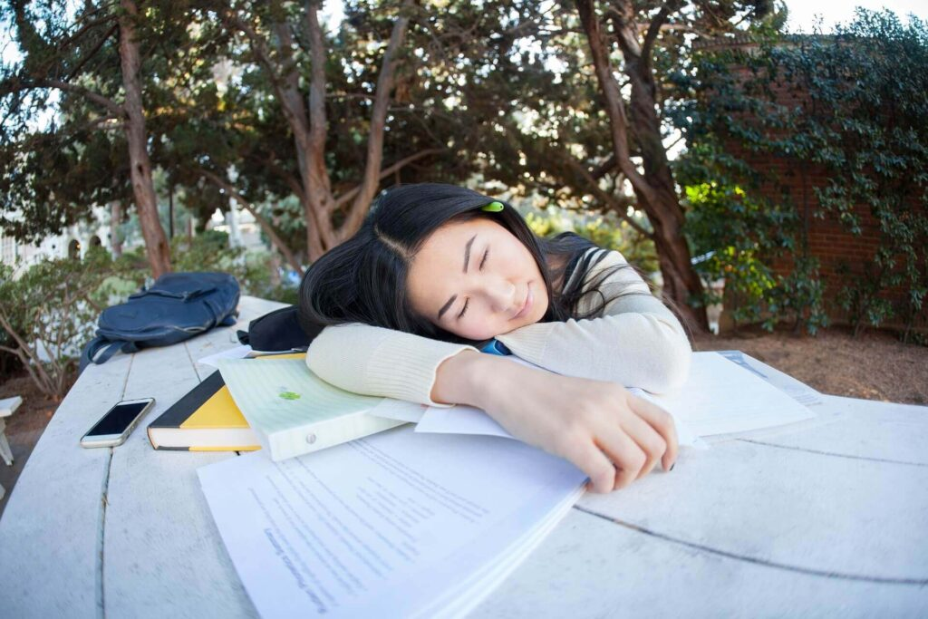 本を読んでいると眠くなる原因5選