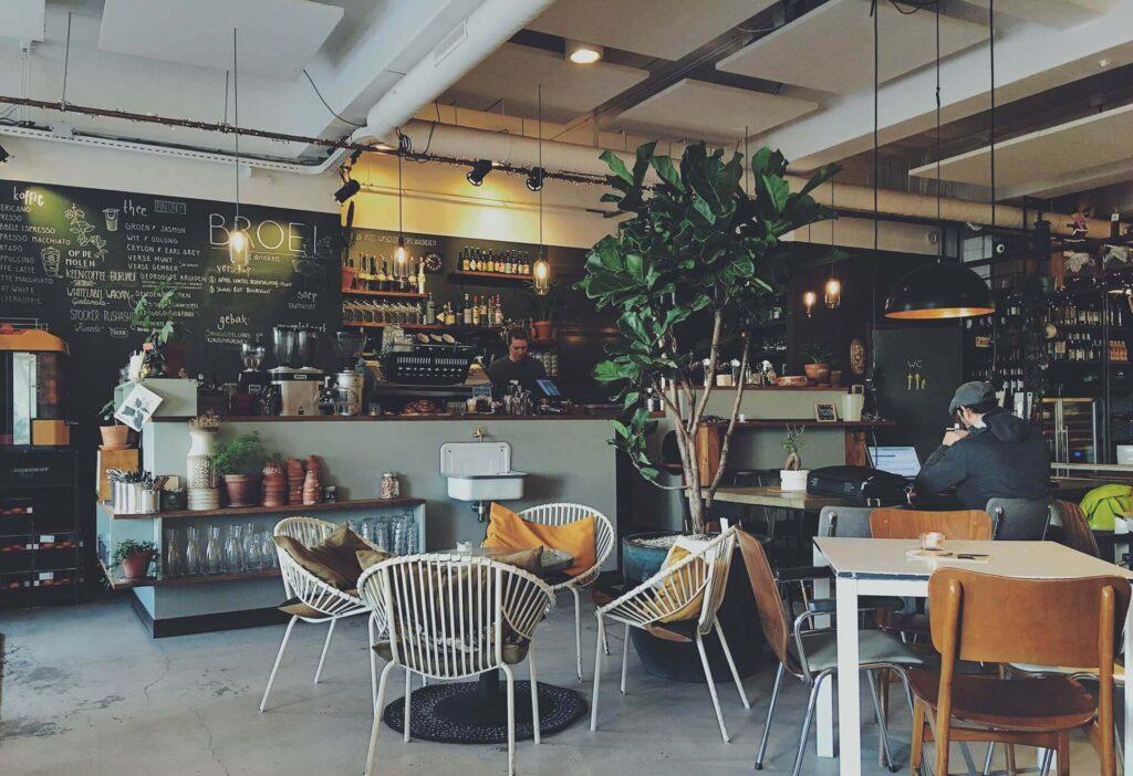 カフェチェーン店のコーヒー最安値はどこ?