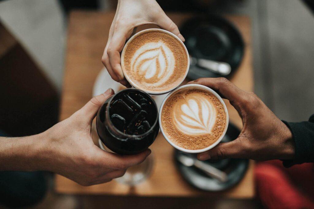 カフェチェーン店の最安値コーヒーと自宅で作るコーヒーの差は?