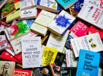【全78冊】マコなり社長がYouTubeでおすすめした本の全まとめ